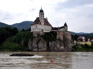 Postal: Castillo Schoenbuehel (Schloss Schönbühel), en la orilla del río Danubio