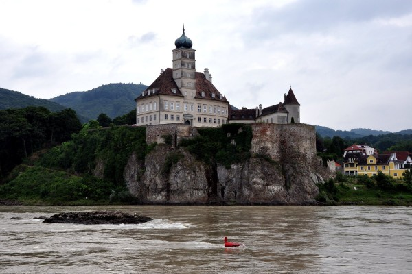 Castillo Schoenbuehel (Schloss Schönbühel), en la orilla del río Danubio