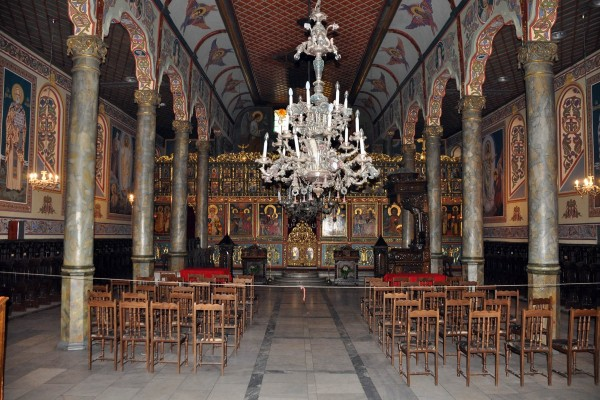Interior de una iglesia ortodoxa en Bulgaria