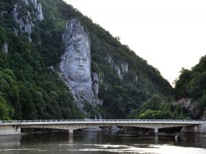 Estatua de Decébalo, a orillas del Danubio, Rumanía