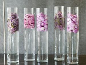 Tubos de cristal con flores