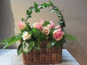 Postal: Cesta con rosas