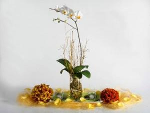 Postal: Decoración floral con orquídea