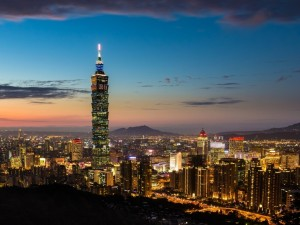 Noche en Taipéi, en el extremo norte de la isla de Taiwán, China