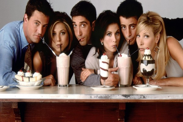 Los actores de la serie Friends compartiendo unos batidos