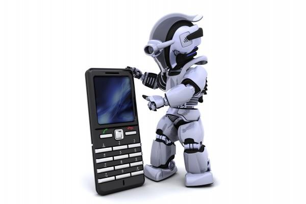 Robot con un teléfono móvil