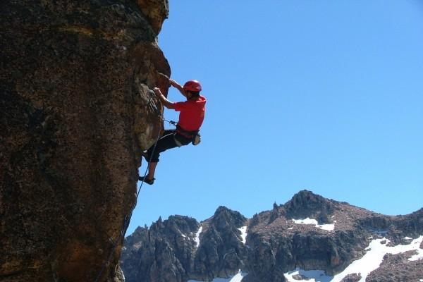 Escalada en una pared de roca