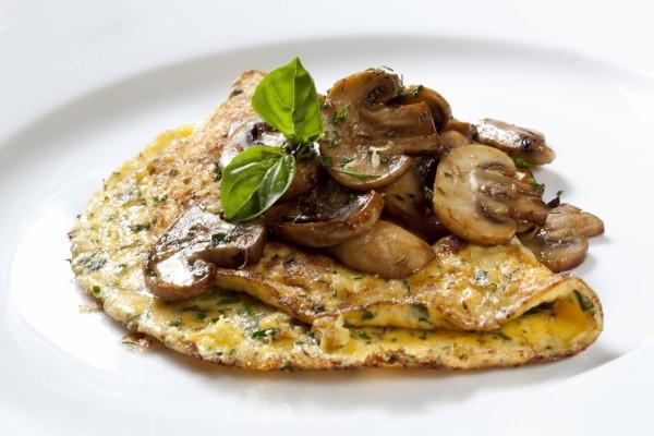 Tortilla con champiñones y hierbas aromáticas