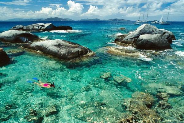 Buceando con esnórquel en los Baños, Islas Vírgenes Británicas