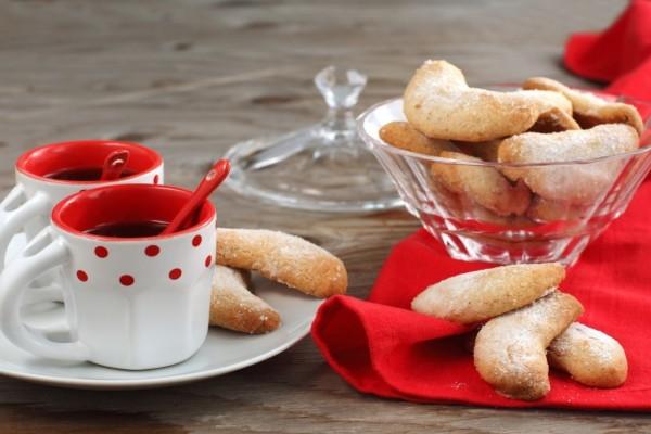 Tazas de café y galletas