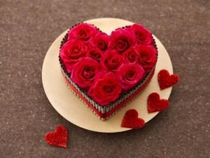 Rosas rojas formando un corazón