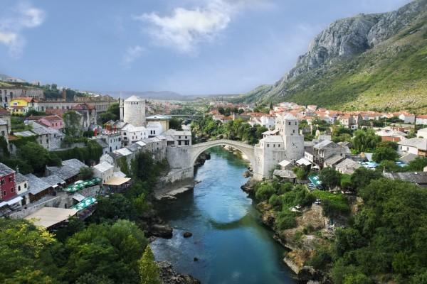 El Puente Viejo (Stari Most), sobre el río Neretva (Mostar, Yugoslavia)