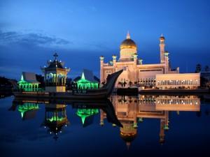 Anochecer sobre la Mezquita Sultán Omar Ali Saifuddin, Brunéi