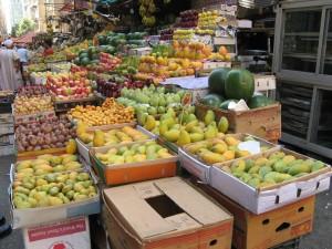 Un puesto de frutas en El Cairo, Egipto