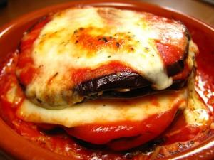 Postal: Berenjenas con tomate y queso fundido