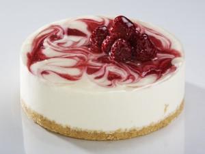 Cheesecake con espirales de frambuesa
