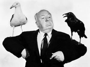 """Postal: Alfred Hitchcock y sus """"pájaros"""""""