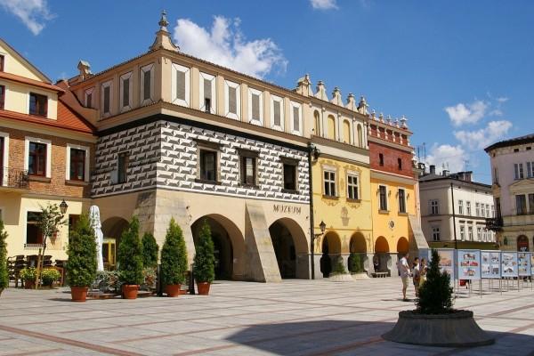Plaza del Mercado en Tarnów, Polonia