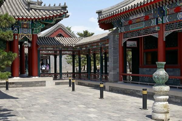 Patio interior de la galería Wenchang, en el complejo del Palacio de Verano en Beijing, China