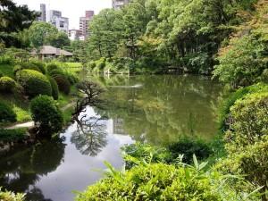 Shukkei-en, un histórico jardín japonés en Hiroshima, Japón