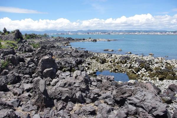 Paisaje de rocas de lava en Sakurajima, Japón