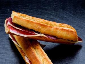 Postal: Bocadillo de jamón ibérico con tomate