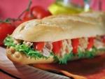 Baguette de atún con pimientos