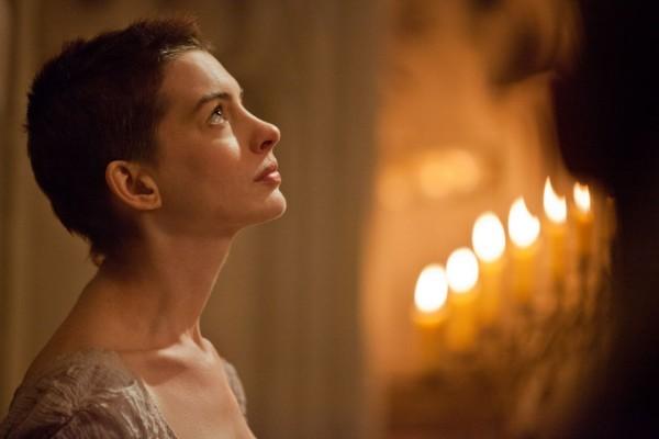 """Anne Hathaway, en su papel de Fantine en """"Los Miserables"""""""