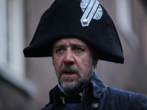 Javert, interpretado por Russell Crowe (Los Miserables)