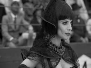 """Maribel Verdú en el papel de Madrastra en """"Blancanieves"""" (película española)"""