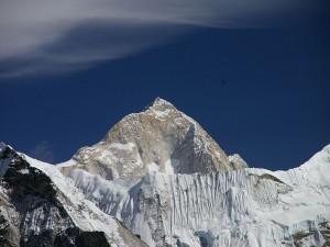 Makalu, la quinta montaña más alta del mundo, en el Himalaya