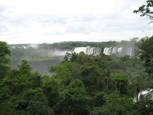Postal: Las cataratas del Iguazú vistas desde el lado argentino