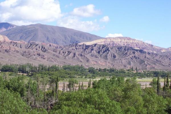 Vista de los cerros desde Tilcara (Jujuy, Argentina)