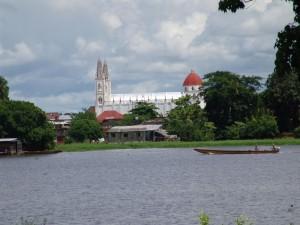 Vista lateral de la Iglesia de Ayapel (Córdoba, Colombia)