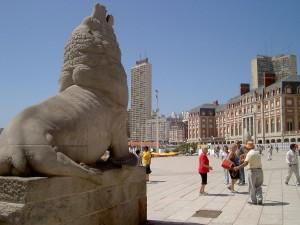 Monumento al león de mar (símbolo de la ciudad), Mar del Plata, Argentina