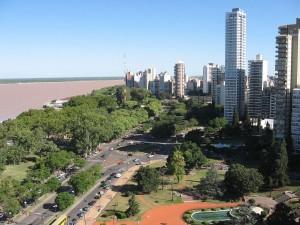 Postal: Rosario y el río Paraná (al fondo), Argentina