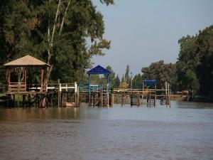 Postal: Muelle en el Bajo Delta del río Paraná, Buenos Aires, Argentina