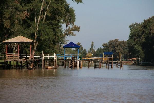 Muelle en el Bajo Delta del río Paraná, Buenos Aires, Argentina