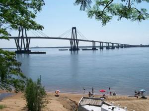 Postal: Puente General Manuel Belgrano, sobre el río Paraná (Argentina)