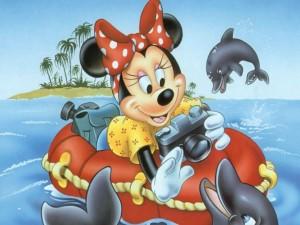 Minnie jugando con delfines
