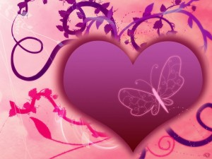 Postal: Corazón morado con una mariposa