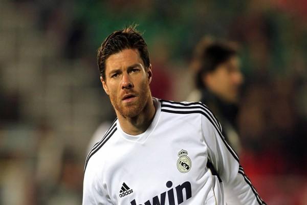 Xavi Alonso con la camiseta del Real Madrid