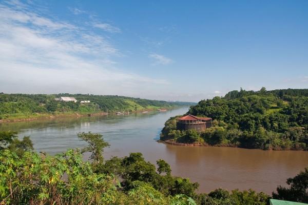 Confluencia de los ríos Paraná e Iguazú (Argentina)