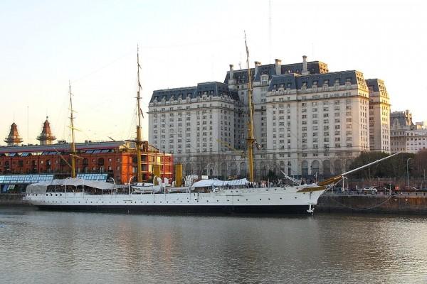 "Fragata ""Presidente Sarmiento"" en Puerto Madero (Buenos Aires, Argentina)"