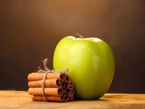 Manzana y canela en rama