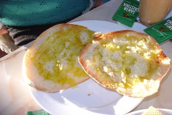 Pan con aceite de oliva