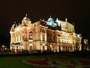 Teatro Juliusz Slowacki en Cracovia (Polonia) por la noche