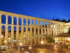 Noche en el Acueducto de Segovia (España)