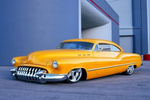 Buick sedán amarillo