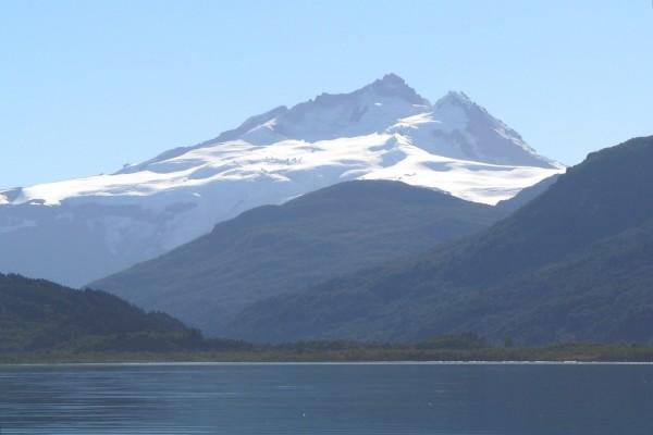 Cerro Tronador desde el lago Mascardi (Argentina)